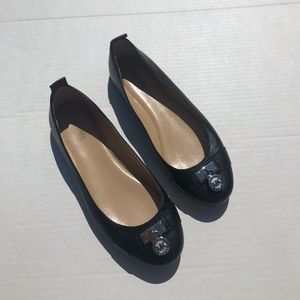 Micheal Kors Signature Black Flats EUC